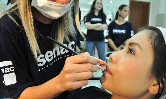 Senac abre 800 vagas para o Cursos de Auto Maquiagem Profissional Senac.