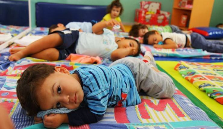 Creche abre 13 vagas- função de Auxiliar de Sala para Educação Infantil. Horário matutino e vespertino OBS: Não é necessário experiência, CONTRATO IMEDIATO!