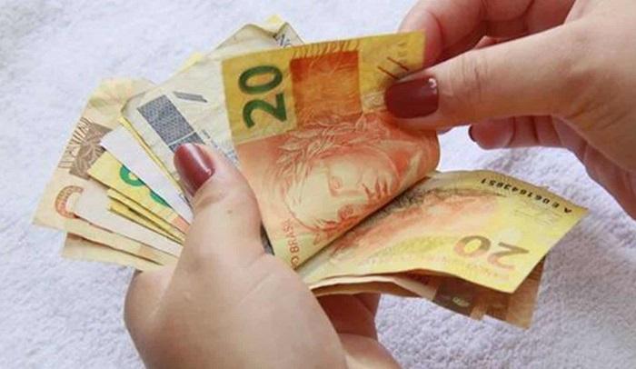 Auxílio emergencial de R$ 200 reais é Fake? Confira aqui!